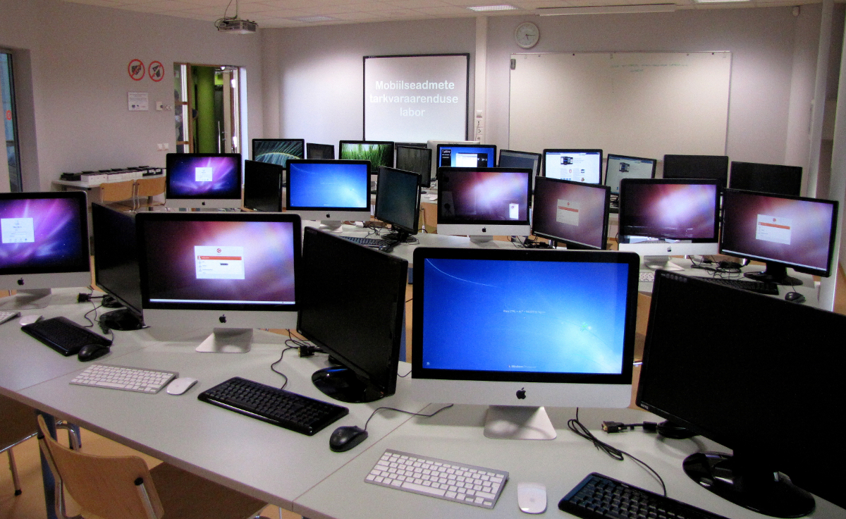 computer lab or computers in the classroom Have students name the digital devices they see in the classroom -- ipads, phones, printer, computers, and more break the class into groups ask them to take 15 minutes (or longer if you have time) to develop a list of digital devices they use on a daily basis.
